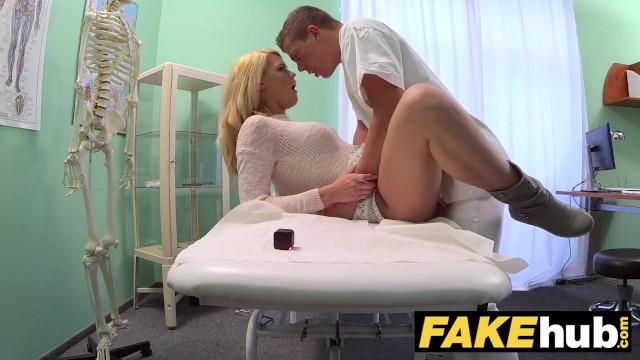 Sarı tangalı seksi kadın mobil porno