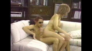 Brazzers pornocusu yarrağını eliyle diriyor