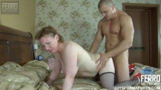 Yaşlı pornocu genç masörü götürüyor