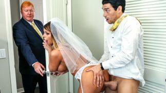 Babasının Yeni Aşkını Düğün Günü Altına Alıyor
