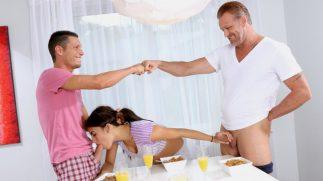 Para Göz Minyon Üvey Ağabeyine ve Babasına Ortak Zevk Sundu
